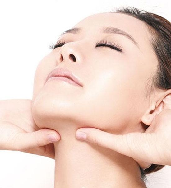 Massage - Cách làm khuôn mặt thon gọn không cần phẫu thuật 6