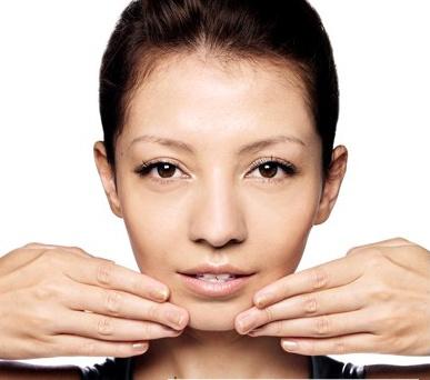 Cách massage cho gương mặt thon và cằm dài cuốn hút 3