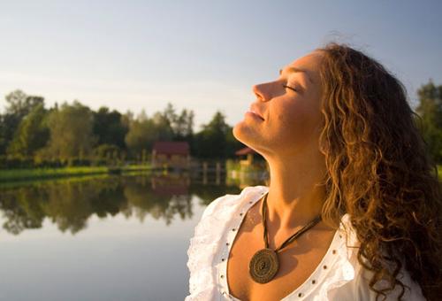 8 động tác giúp gương mặt bạn thanh mảnh hơn 6