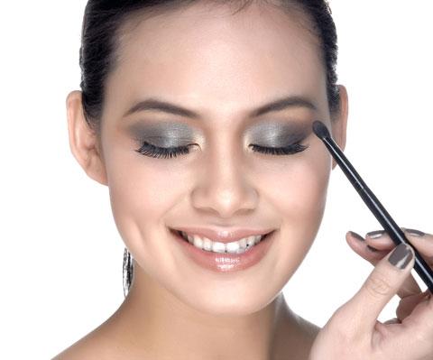 """""""Make up"""" cho khuôn mặt tròn thon gọn, cuốn hút 4"""