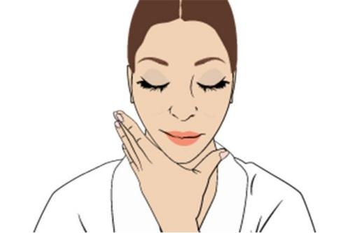 """""""Ảo thuật"""" massage giúp cơ mặt thon gọn hơn 4"""