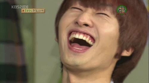 Những ngôi sao được khuyên nên tiết chế nụ cười hở lợi của mình 8